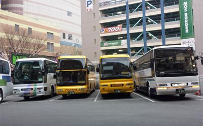 よかろうバス、福岡博多キャナルシティ前の乗り場の様子01